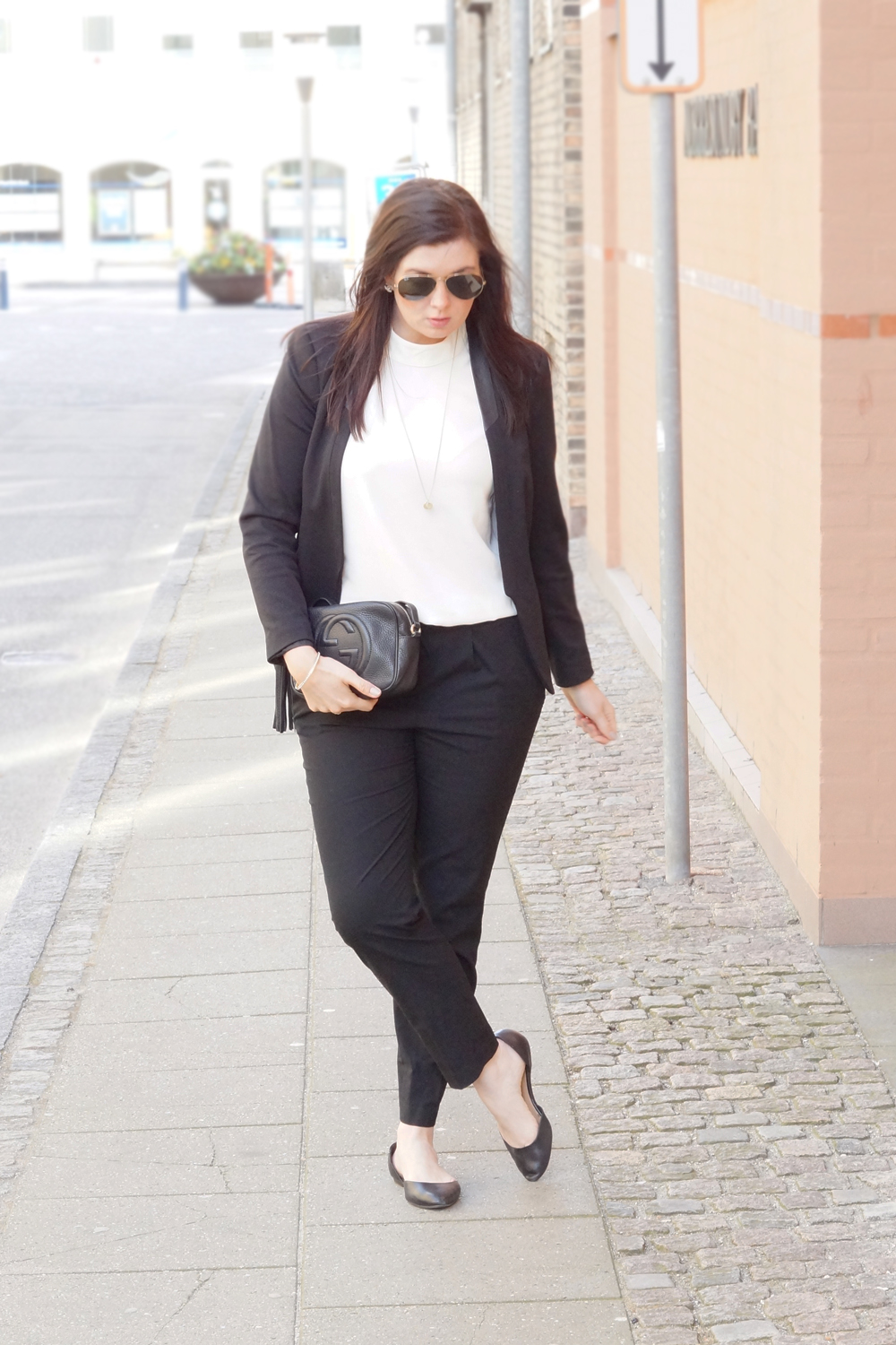 OUTFIT: BLACK SUIT & TURTLENECK